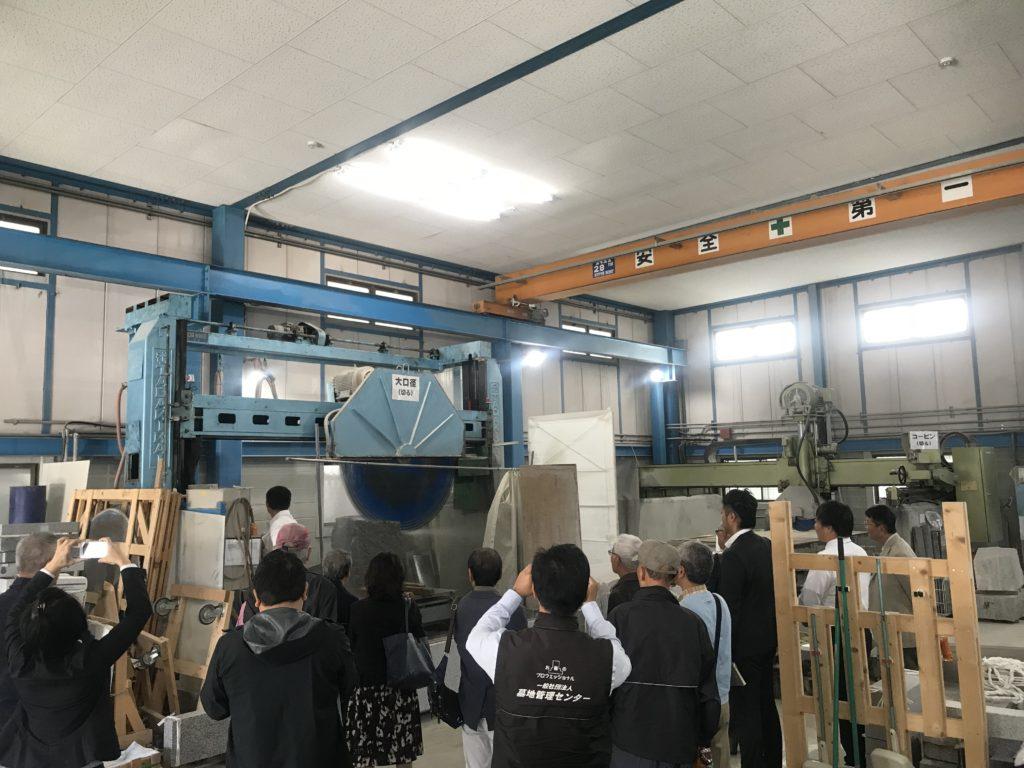 大阪石材本社で墓石の工場見学です。石材店でした見れません。