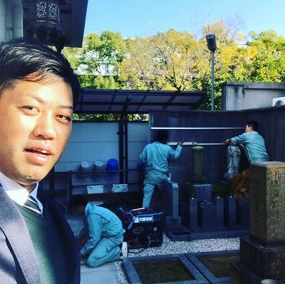 堺市堺区の栄松寺さんで合祀墓の記名板を取り付ける為の工事です。