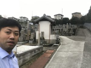 富田林市にあります山中田墓地でお墓の確認