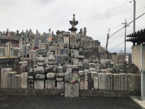 富田林市廿山墓地の供養塔