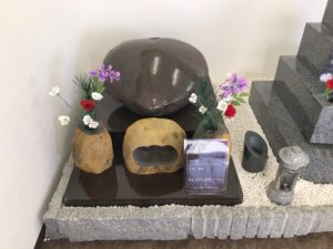 自然石の伊達冠石を富田林市で見学できます。
