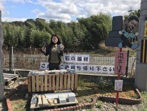 大阪石材南大阪店では墓石加工の工程で出ました端材を置いています