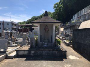 三日市墓地のお堂