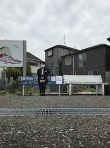 大阪石材のロゴが入ったベンチを寄贈させて頂きました。