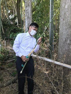 大阪石材和泉店の裏は竹林