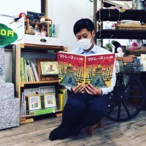 大阪石材南大阪店のまちライブラリー