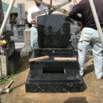 富田林市の平・新家町墓地で洋型墓石の建立工事