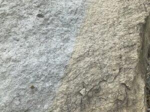 竜山石の採石場にて