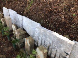 高野町で大島石の端材で土留
