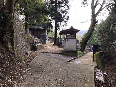上東阪・下東阪・中津原共同墓地のお墓